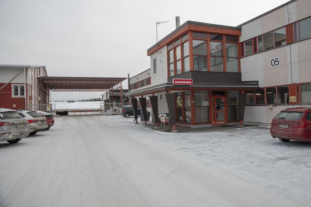 Omatalon tehdas ja toimistorakennus Sonkajärvellä Pohjois-Savossa.
