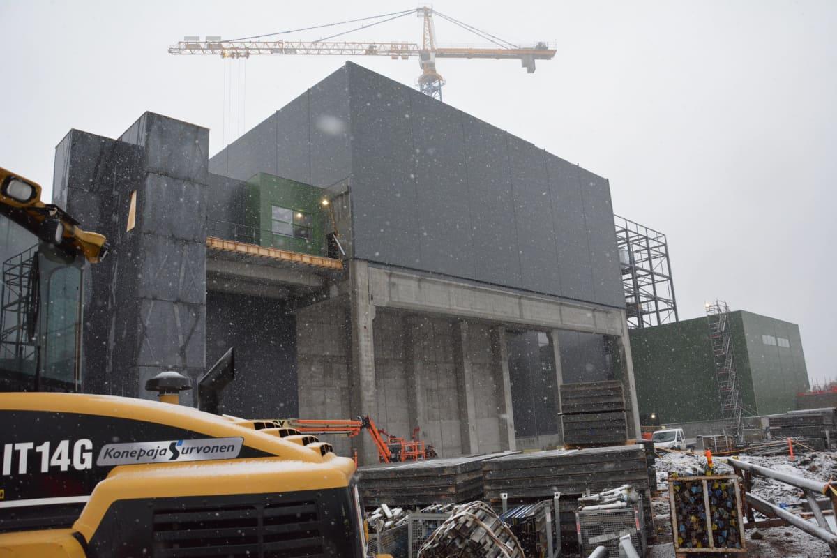 Jätevoimalan rakennustyömaa.
