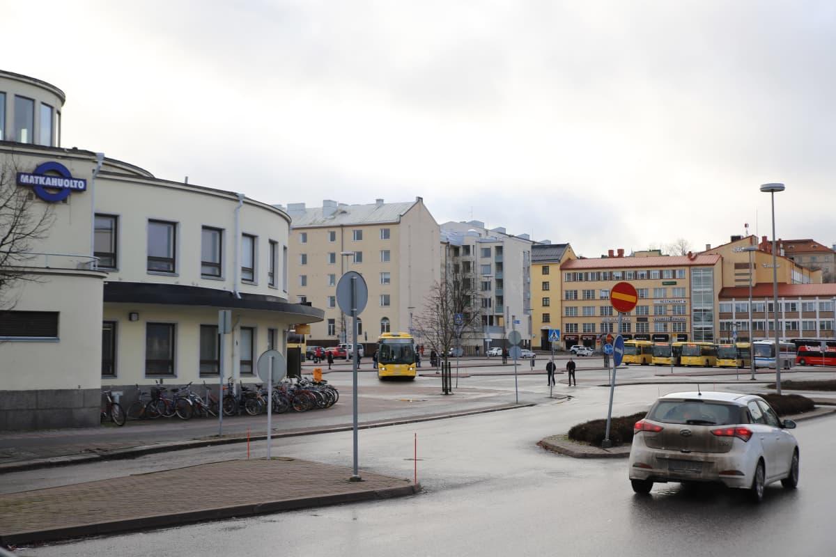 Turun linja-autoasema, taustalla linja-autoja