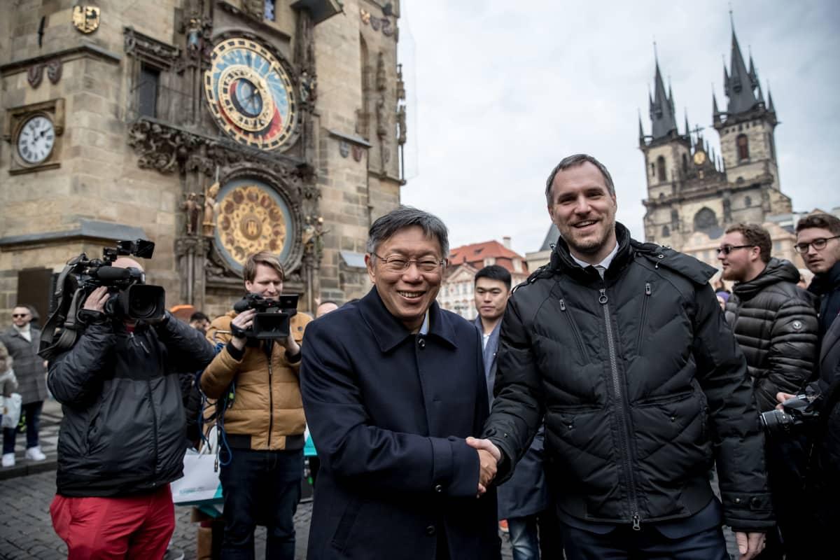 Prahan pormestari Zdeněk Hřib ja Taipein pormestari Ko Wen-je. Praha on riitautunut Pekingin kanssa ja solminut sen sijaan ystävyyssopimuksen Taipein kanssa.