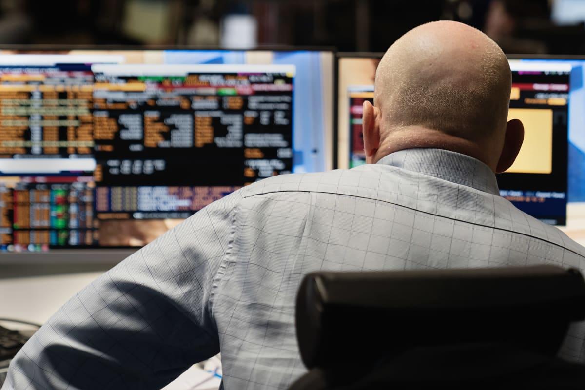 OP Ryhmän pääkonttorilla seurataan pörssikurssien kehitystä.