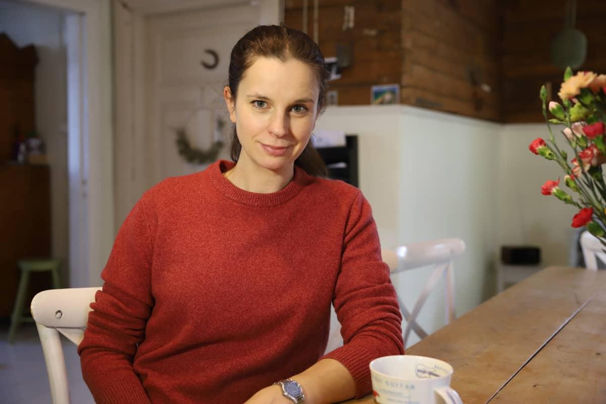 Olga Temonen kodissaan Iitissä.