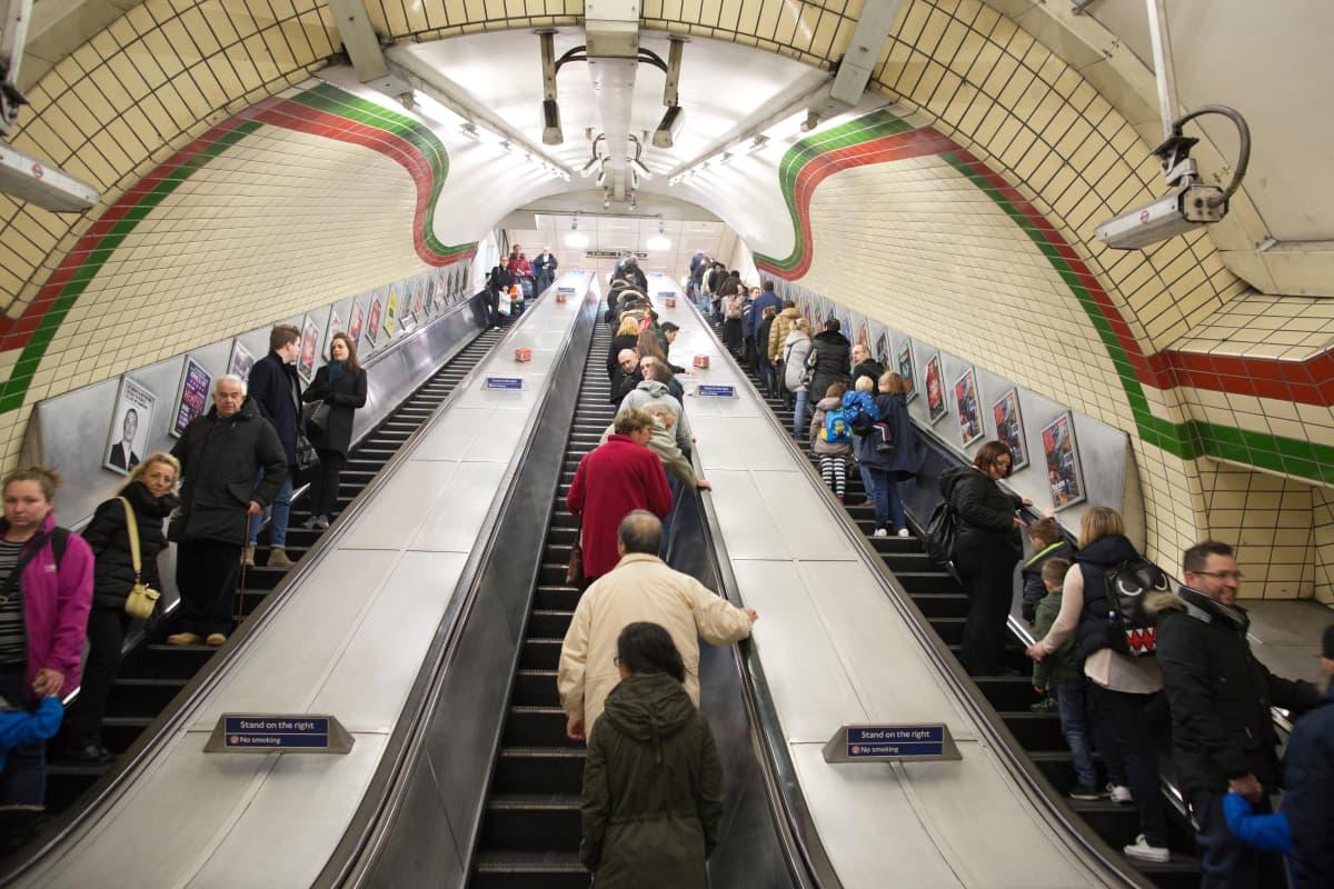 Piccadilly Circuksen metroasema vuonna 2015