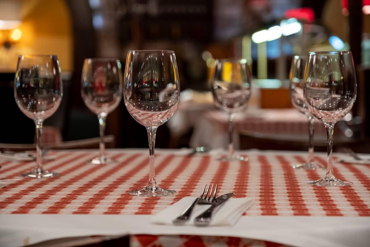 La Famiglia ravintolan ravintolapöytä Jumbossa.