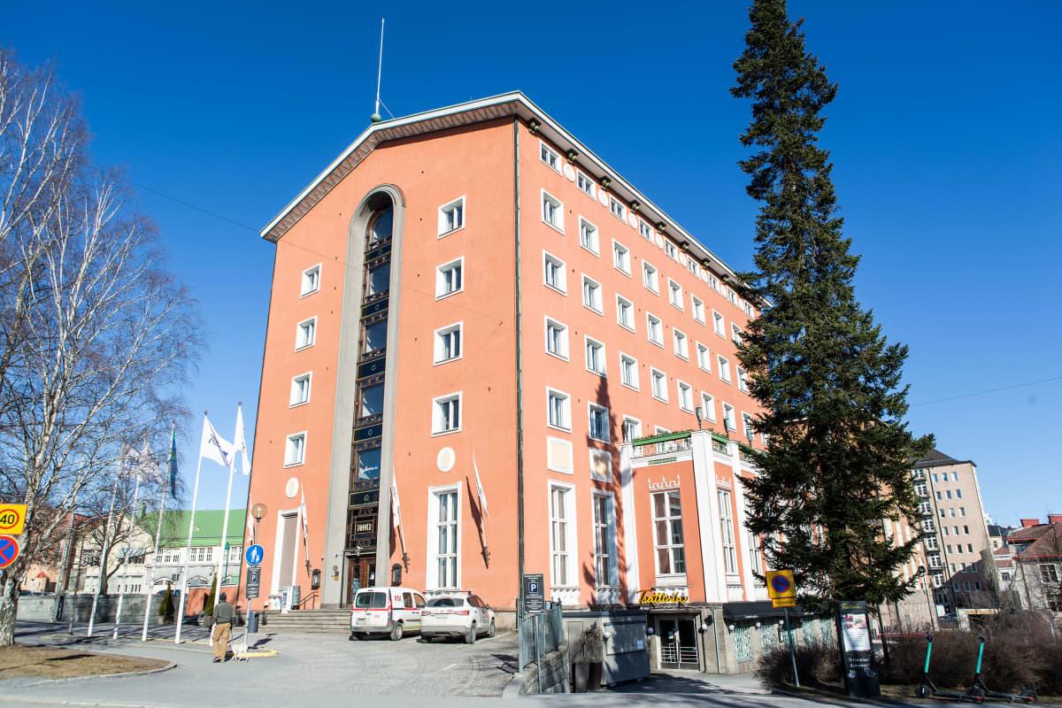 Hotelli Tammer suljettuna maaliskuussa 2020.