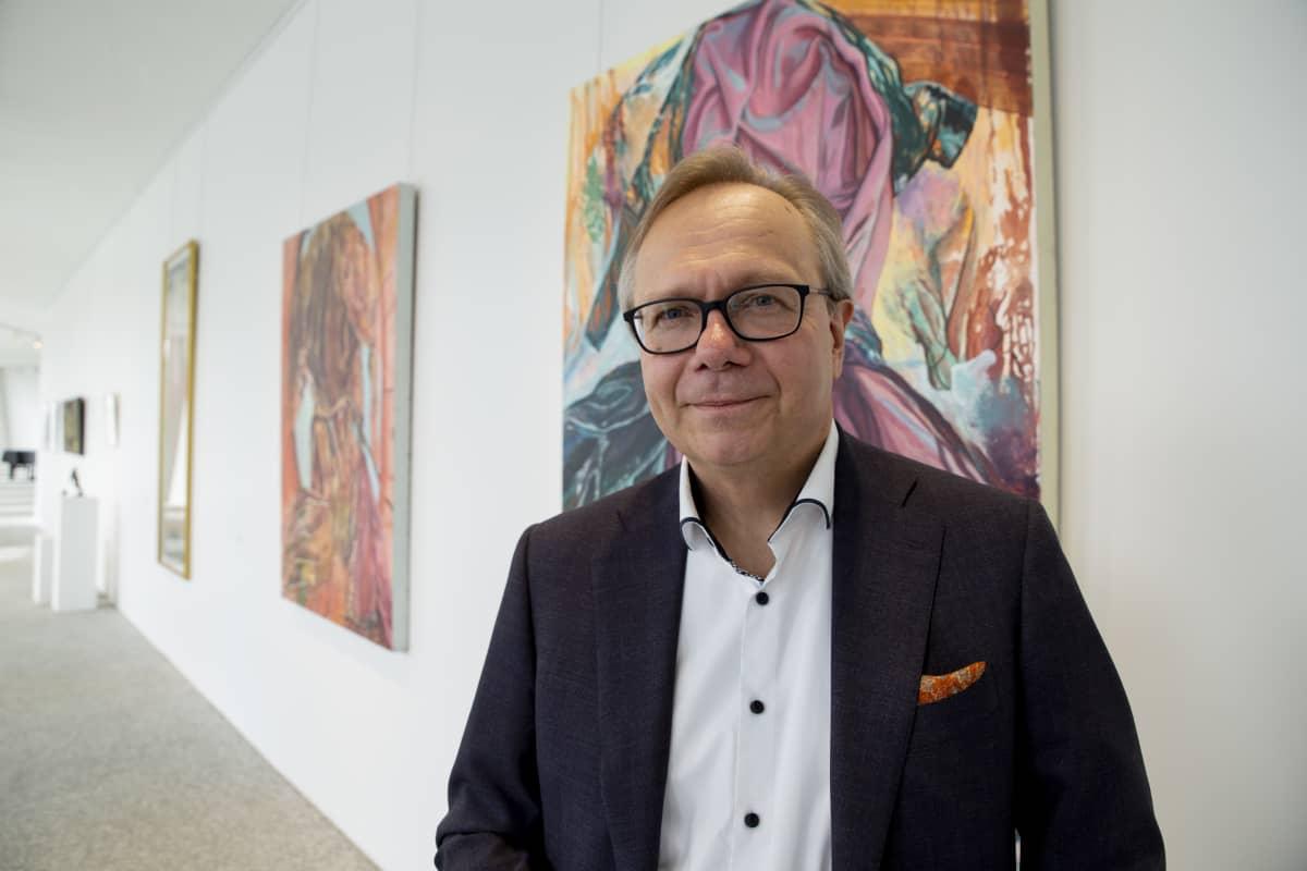OP.n pääekonomisti Reijo Heiskanen sanoo, että tilanne on nyt jonkin verran rauhoittunut, ja keskuspankilla on mahdollisuus toimia, joten hän ei olisi erityisen huolestunut euriborien noususta.
