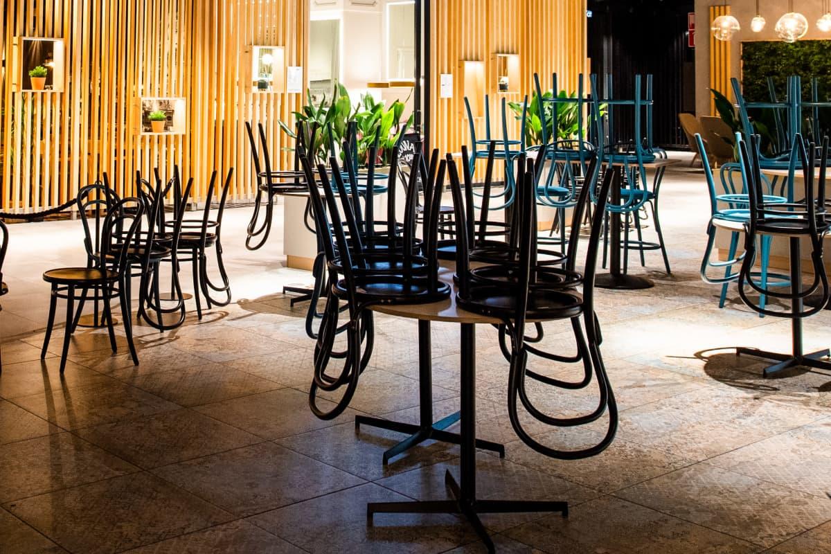 Suljettu ravintola-alue Espoon Tapiolassa.