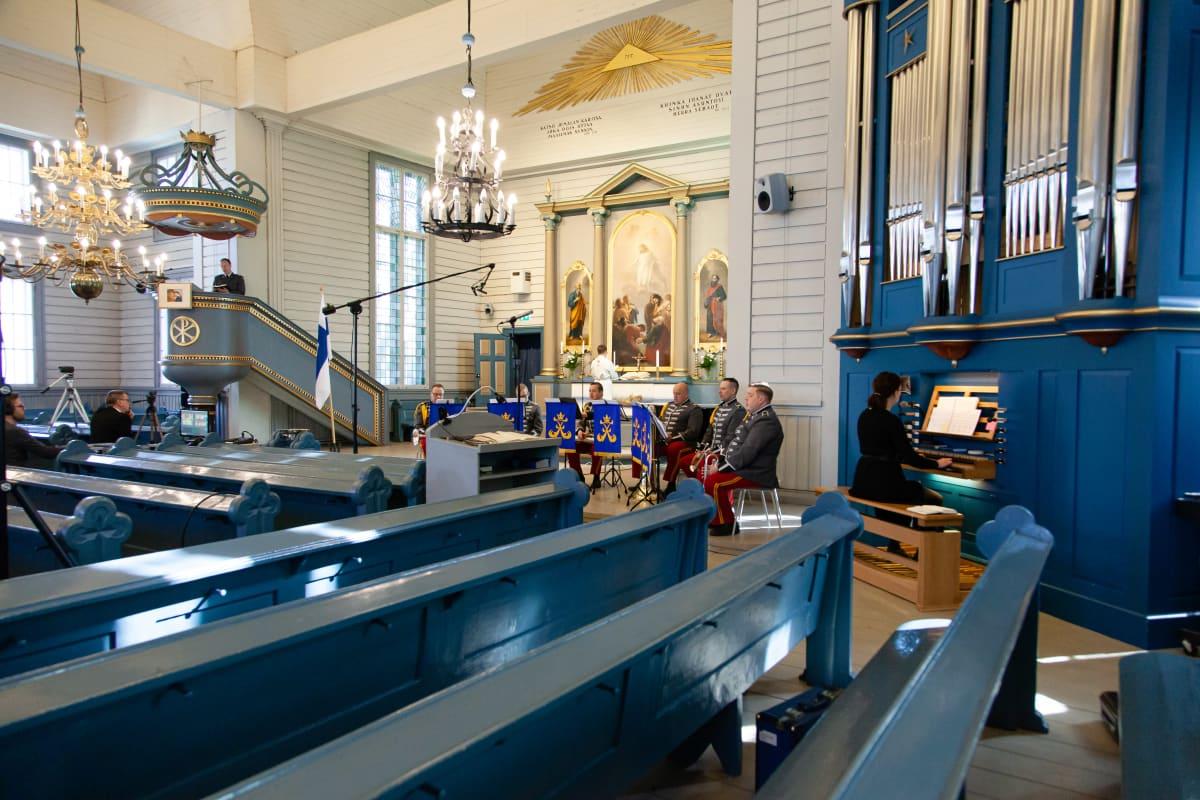 Kansallisen veteraanipäivän sanajumalanpalvelus Lappeen Marian kirkossa ilman yleisöä.