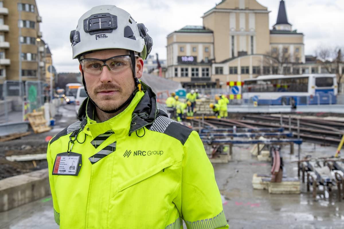 Hämeenkadun aluevastaava Kimmo Lahti Raitiotieallianssista