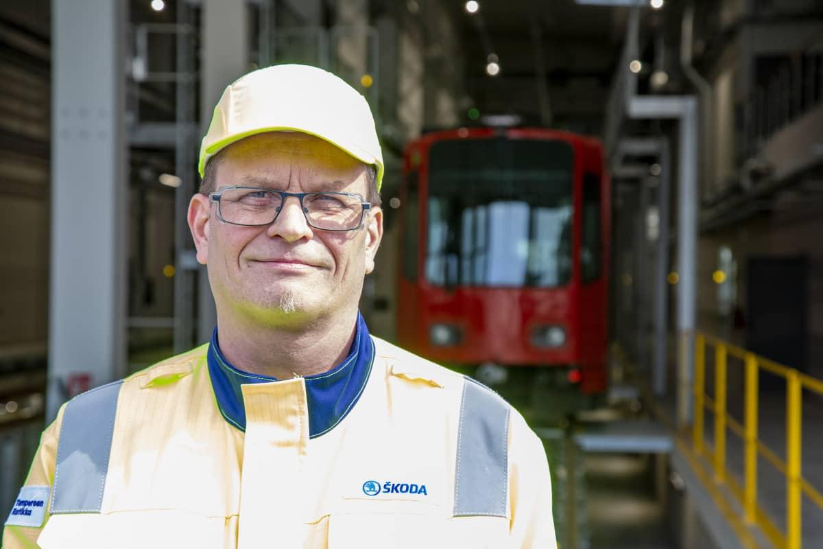 Mika Vilpas huoltoasentaja Skoda Transtech Oy