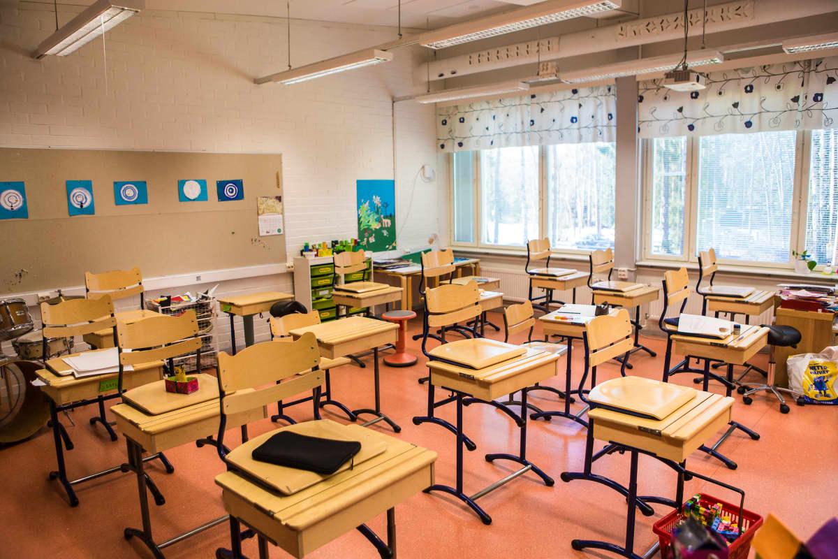 Leppälän koulun luokkahuone.