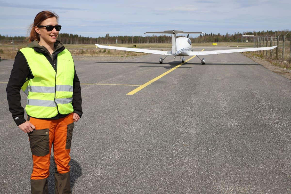 Metsäpalojen valvontalento, tehtävänjohtaja Varpu Kaivola.