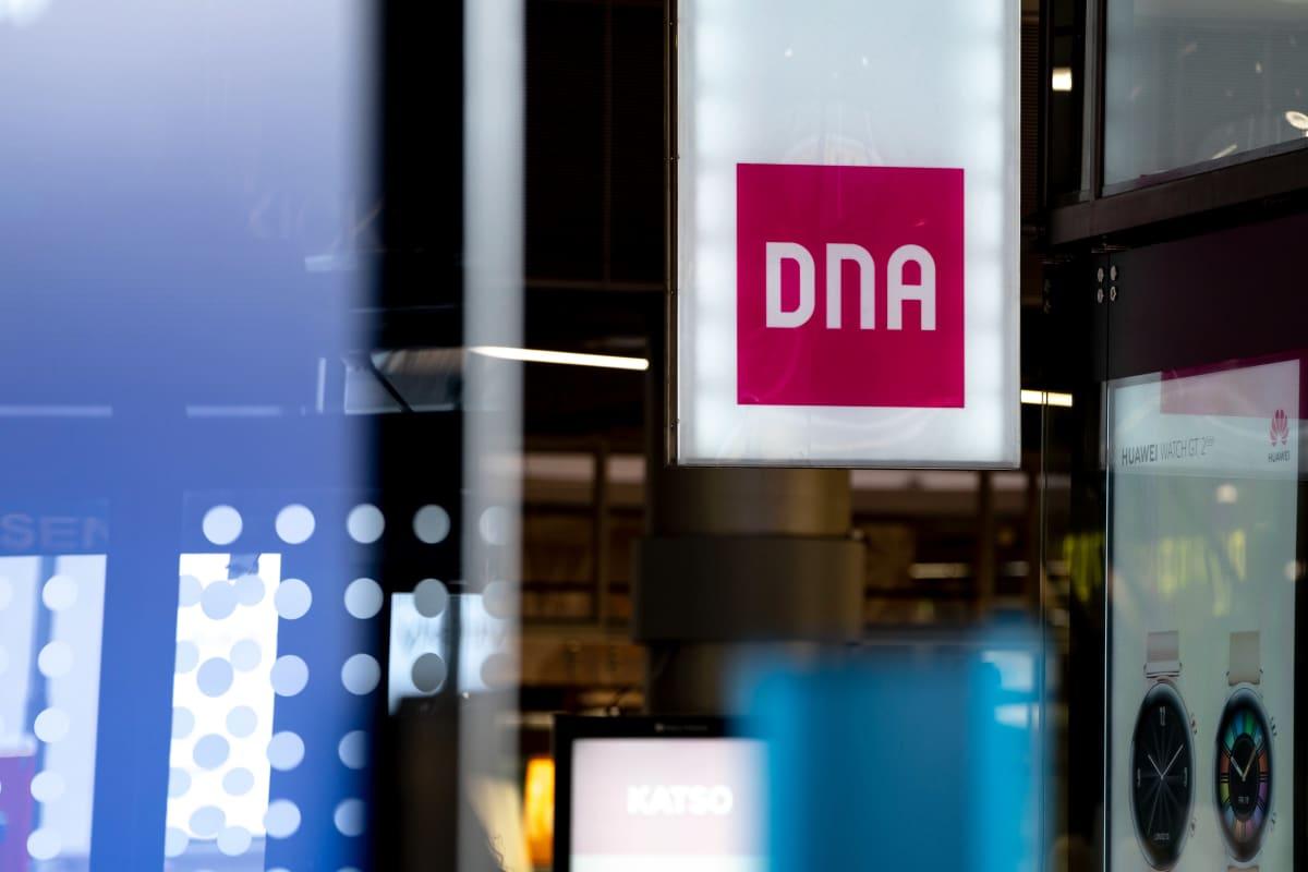 DNAn logo Kampin keskuksessa.