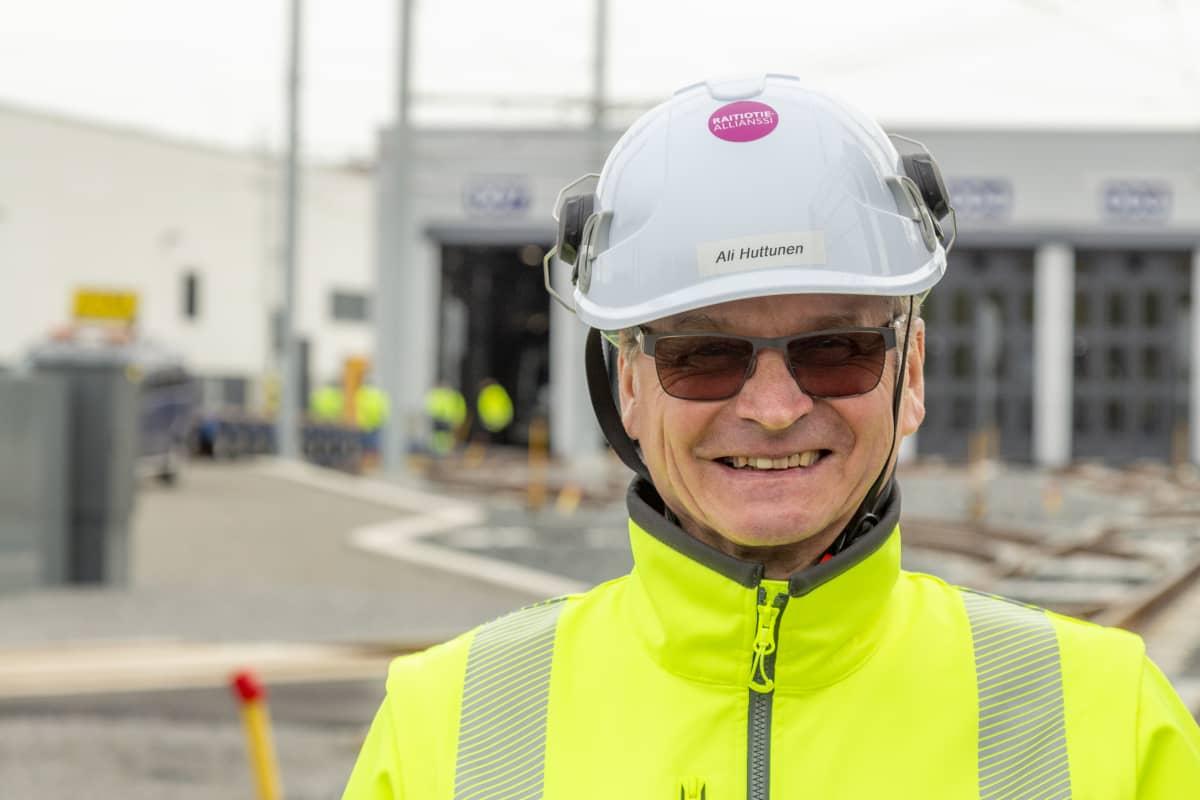 Tampereen Raitiotie Oy:n kalustopäällikkö Ali Huttunen