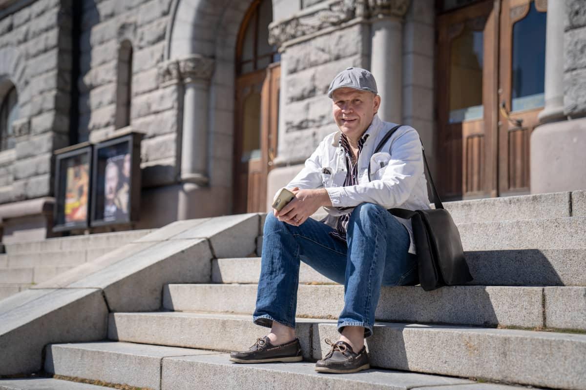 Aaro Artto, arkkitehti, Safa  kansallisteattrin portailla