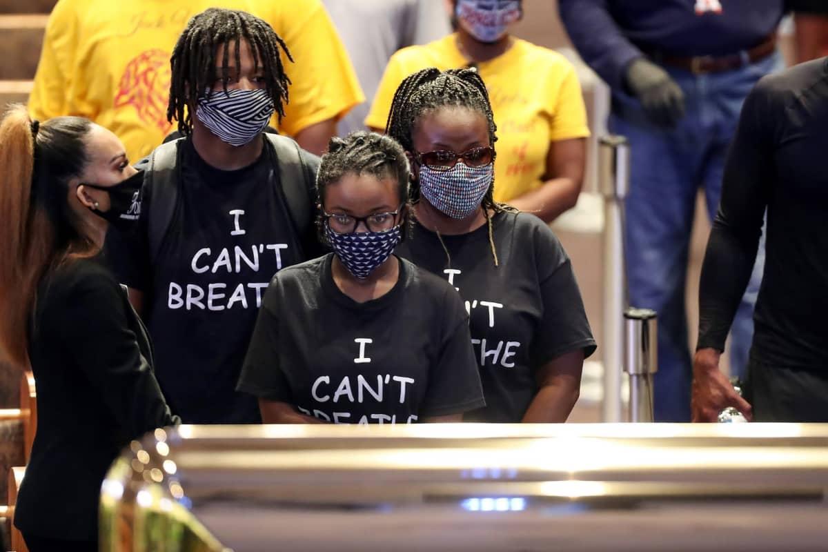 """""""I can't breath"""" -paitoihin pukeutuneet surijat jätti jäähyväiset George Floydille julkisessa muistotilaisuudessa Houstonissa."""