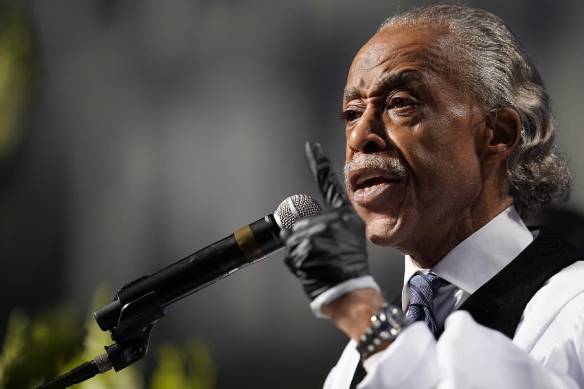 Hautajaisissa puhunut kansalaisoikeusaktivisti Al Sharpton kritisoi presidentti Donald Trumpia tämän toiminnasta poliisiväkivaltaa vastustavien mielenosoitusten hoidossa.
