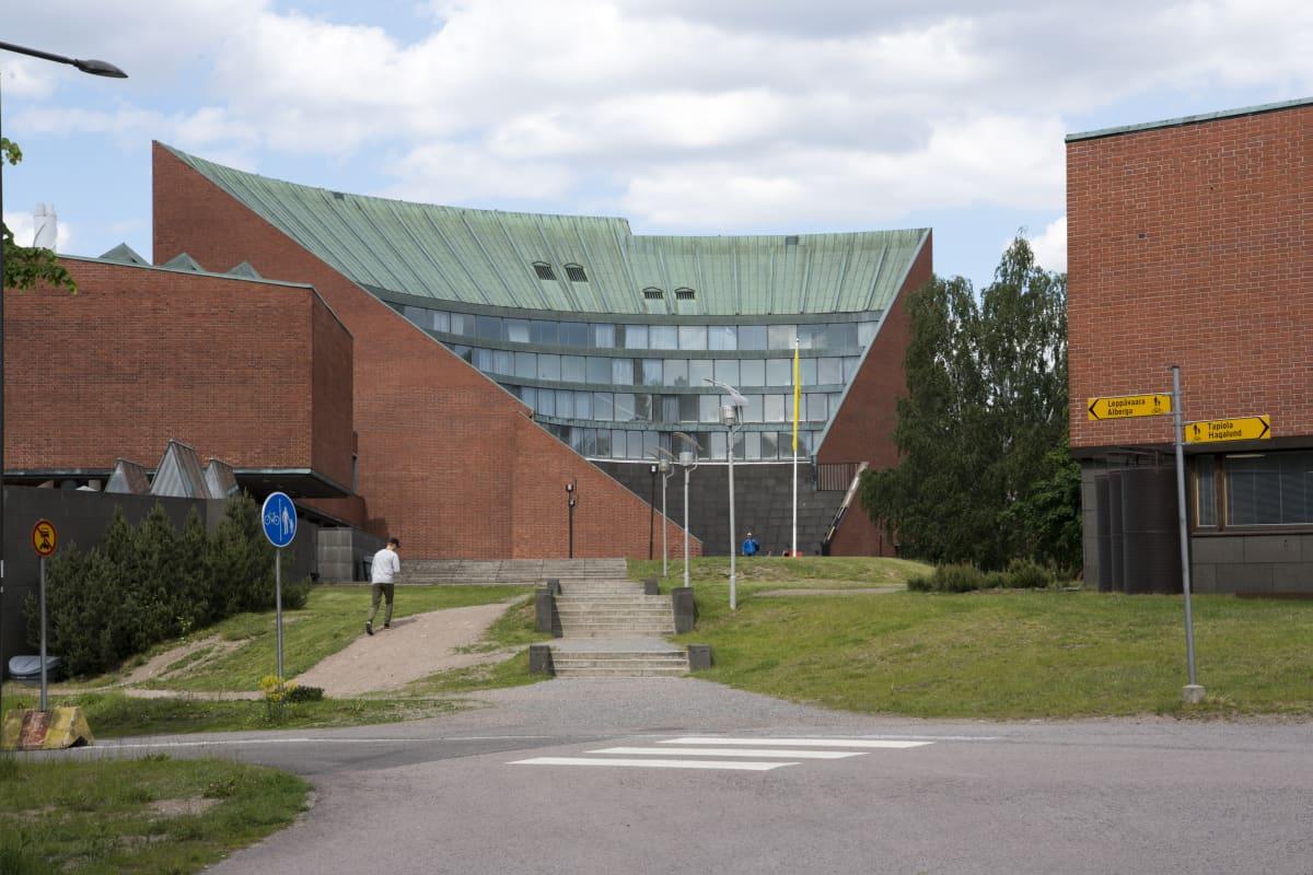 Kandidaattikeskus, Otakaari 1 Otaniemi