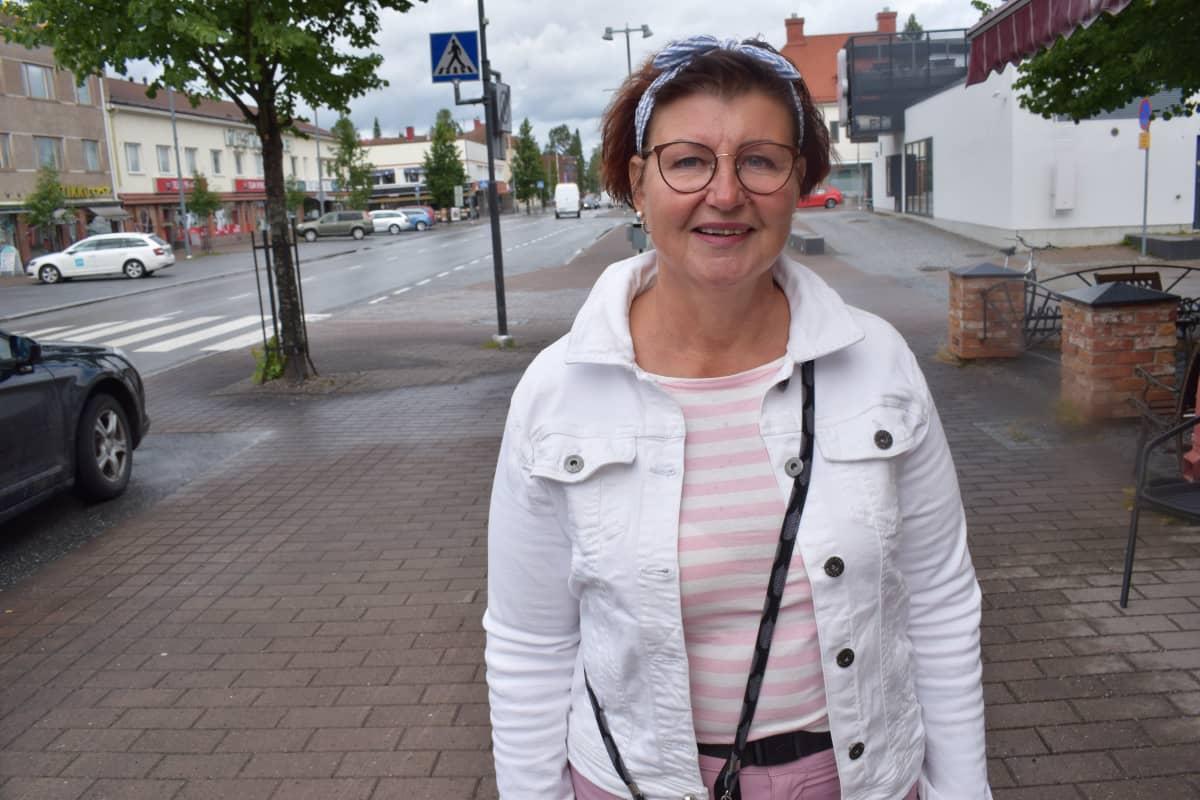 Päivi Uusimäki Kankaanpään keskustassa.