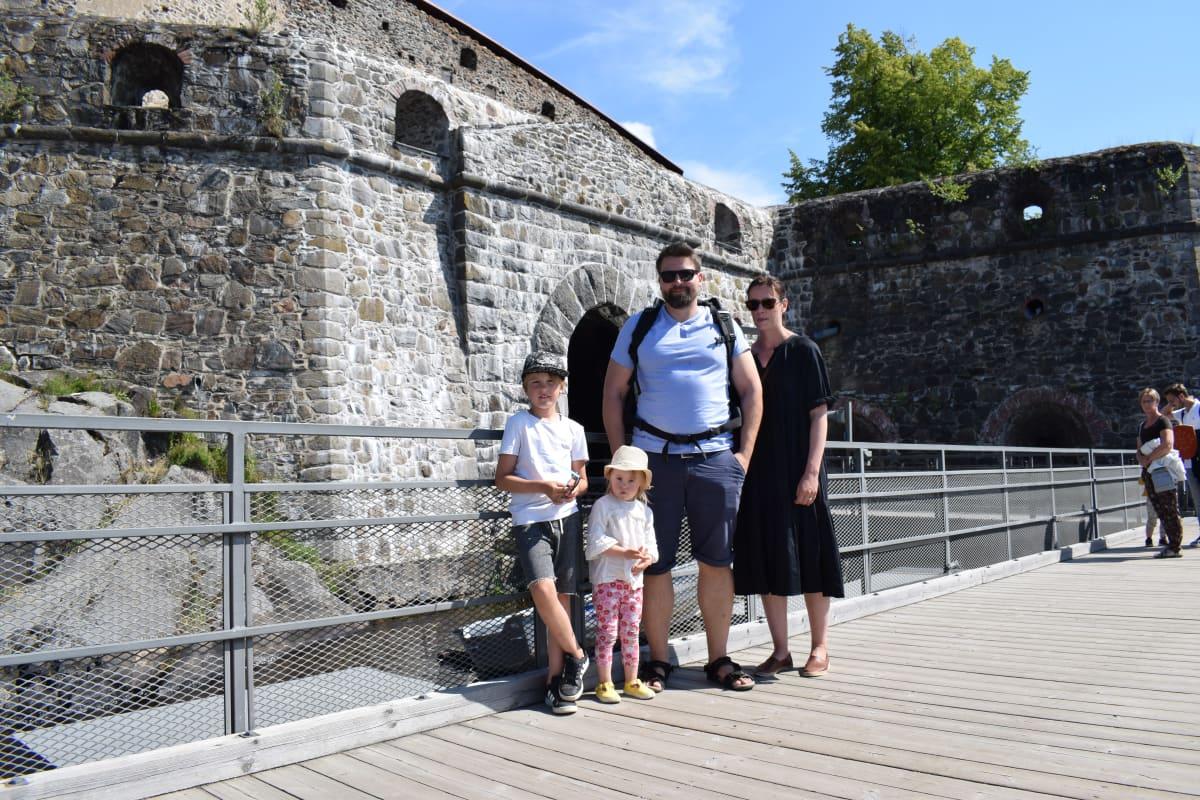 Turkulainen Kajanderin perhe tutustui Olavinlinnaan