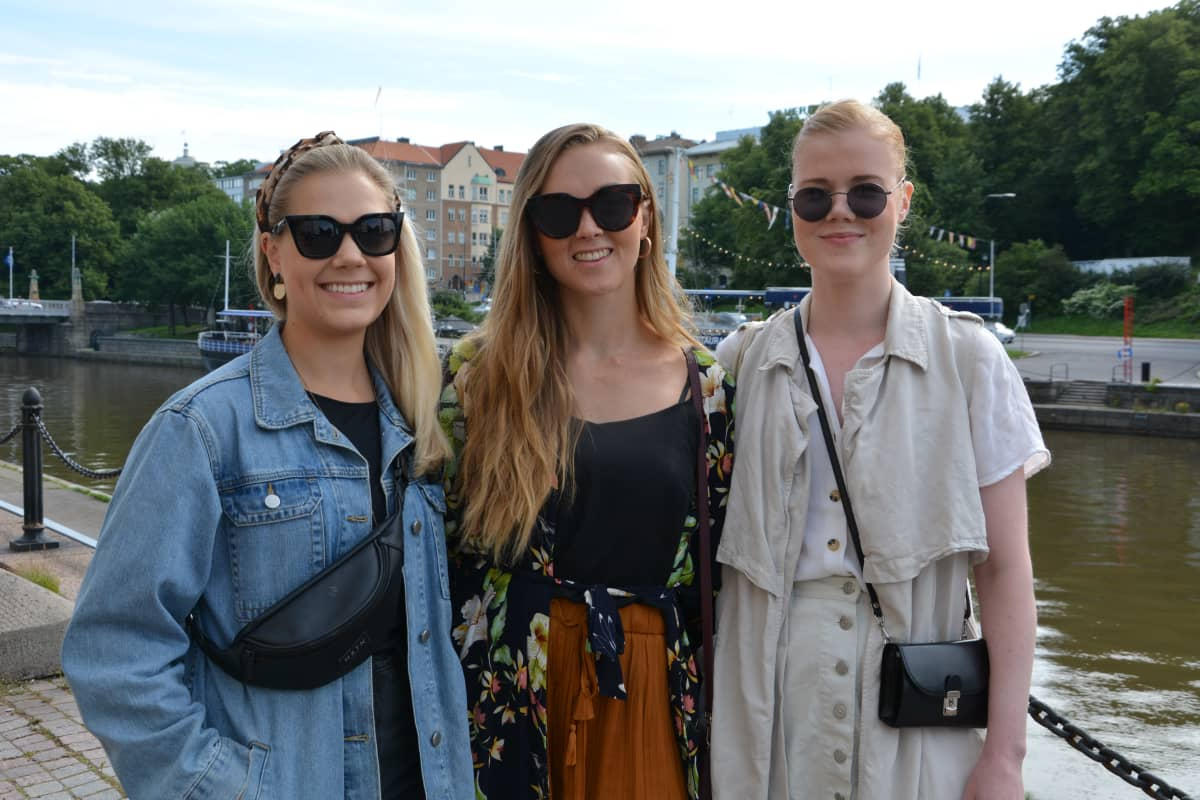 Katariina Karttunen, Julia Österlund ja Katja Toropainen Turussa.
