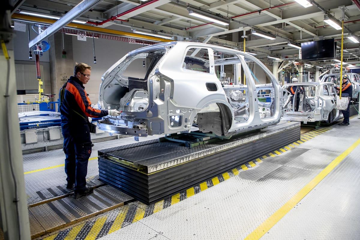 Biltillverkning i Volvofabriken i Göteborg.