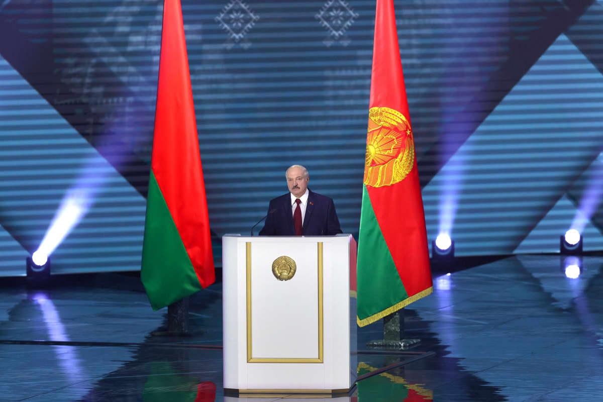 Valko-Venäjän presidentti Aljaksandr Lukašenka piti puheen parlamentille Minskissä 4. elokuuta 2020.