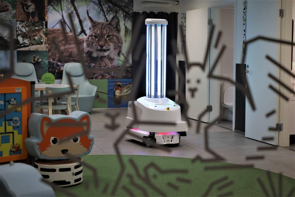 UV-valosiivousrobotti