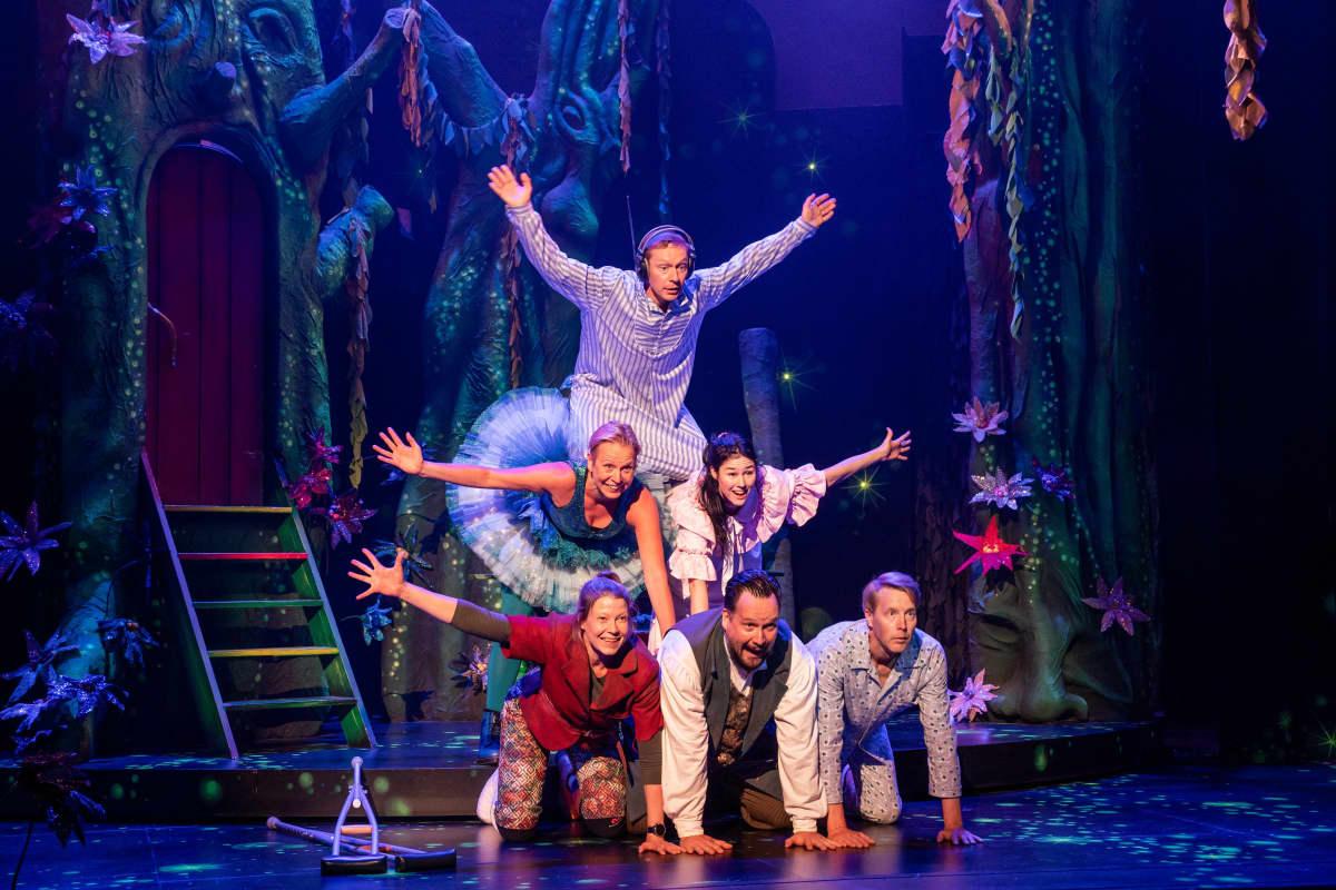 Peter Pan menee pieleen -näytelmän harjoitukset.