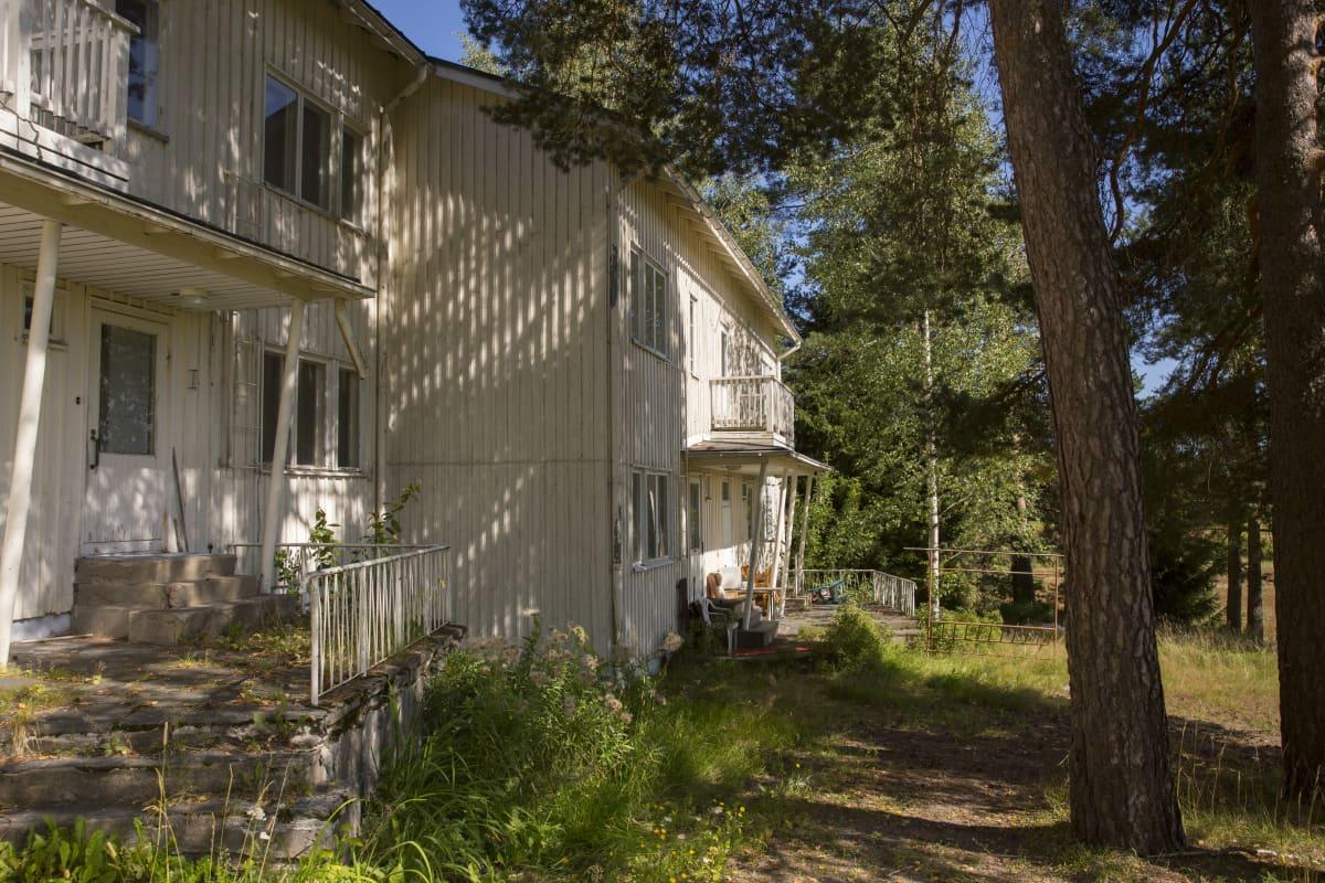 Kiinanmäkenä tunnettu henkilökunnan asuntola Nikkilän sairaalan alueella.