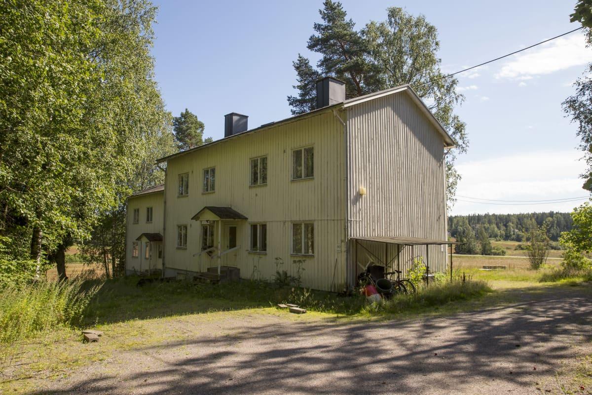 Kiinanmäkenä tunnettu henkilökunnan asuinrakennus Nikkilän sairaalan alueella.