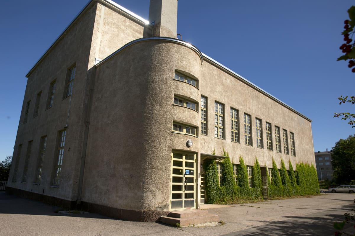 Juhlatalo Nikkilän vanhan sairaalan alueella.
