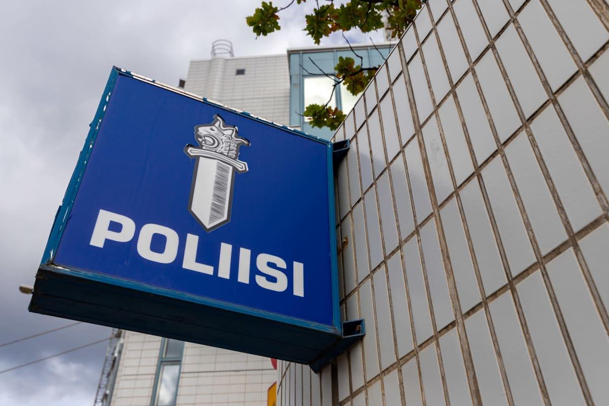 Tampereen pääpoliisiaseman kyltti