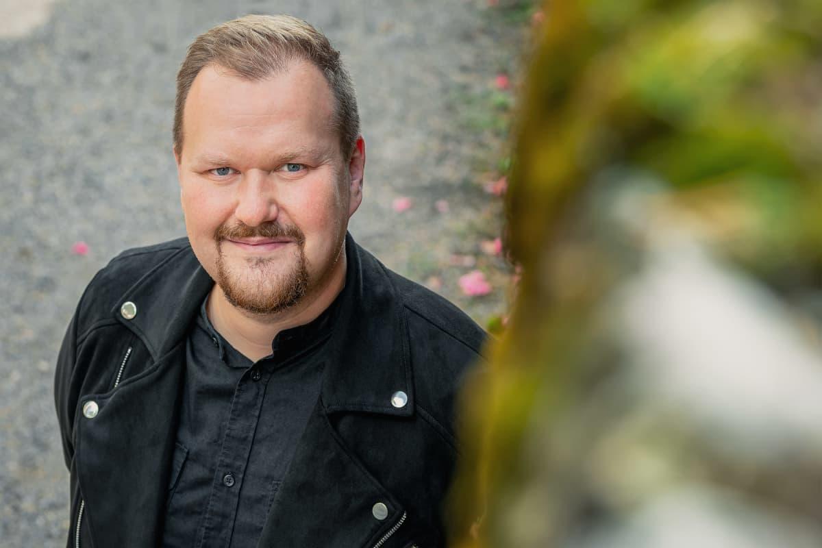 Ylen aluetoimituksen päällikkö Aki Karjalainen.