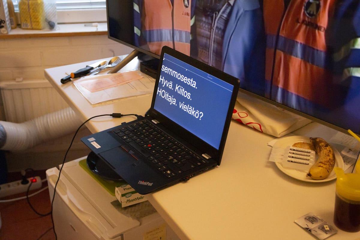 Tietokoneen näyttö, jossa tekstiä.
