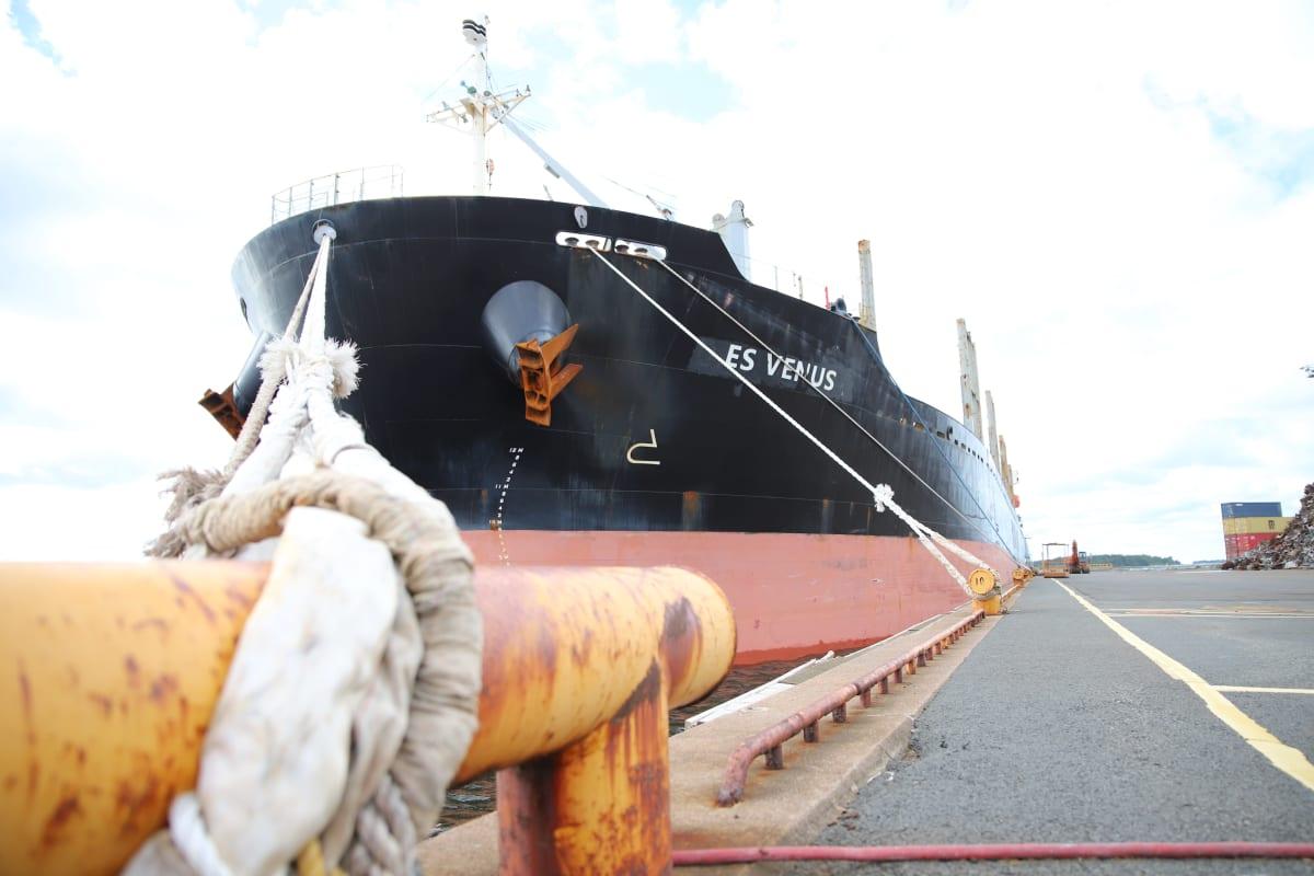 Laiva satamassa Raumalla.