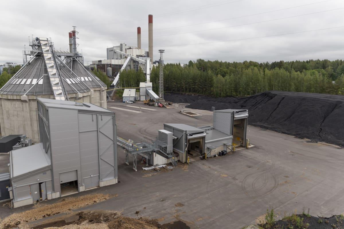 Vantaan Energian Martinlaakson voimalaitos käyttää polttoaineinaan kivihiiltä, metsähaketta ja turvetta. Vantaan Energia teki viime syksynä päätöksen luopua kivihiilestä vuonna 2022.
