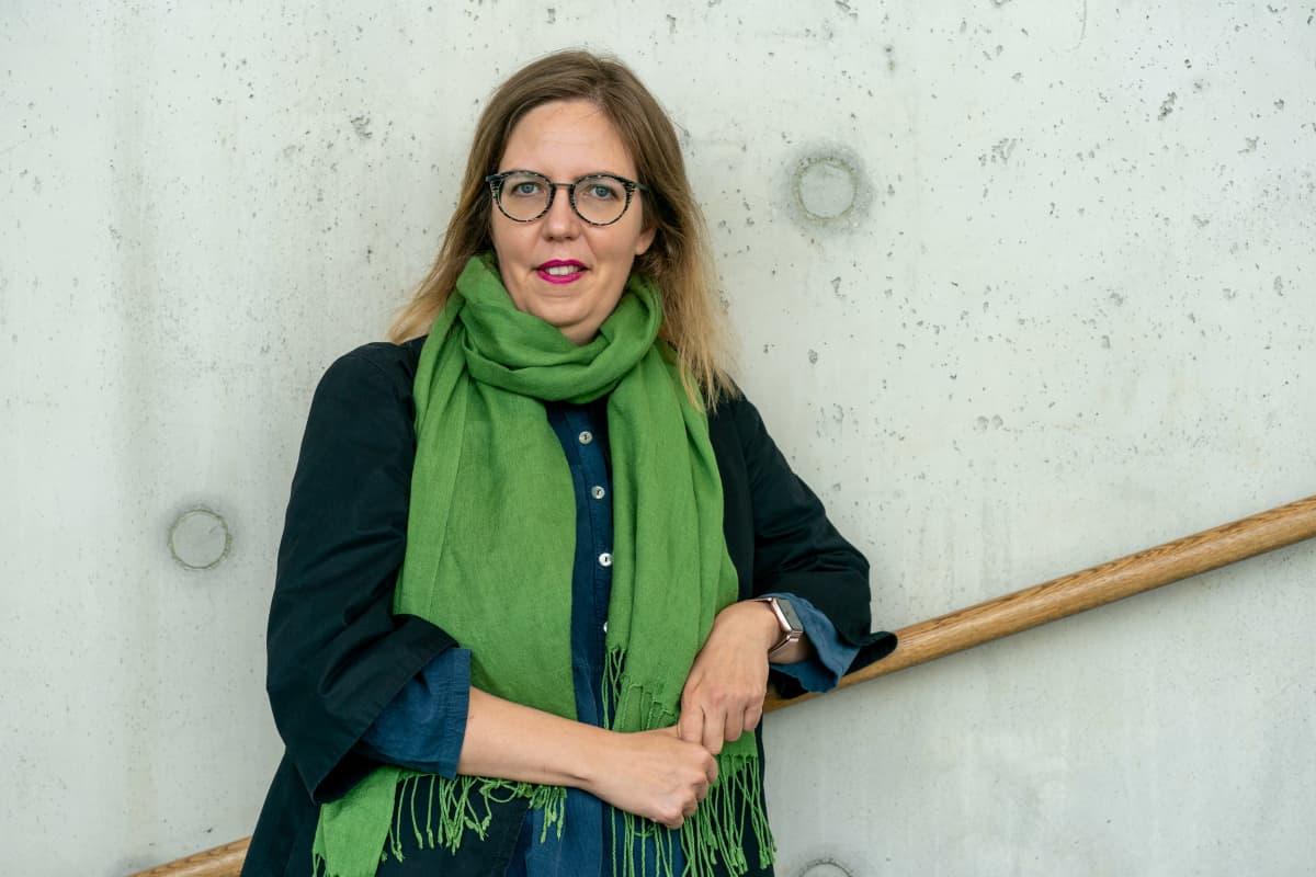 Valtio-opin dosentti Emilia Palonen.