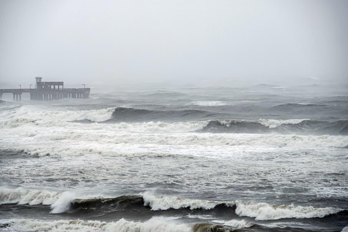 Myrskyävä meri.