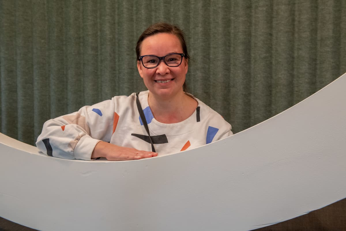 Rosa Meriläinen vieraana YLEn Takaisin Pasilaan Podcastissa.
