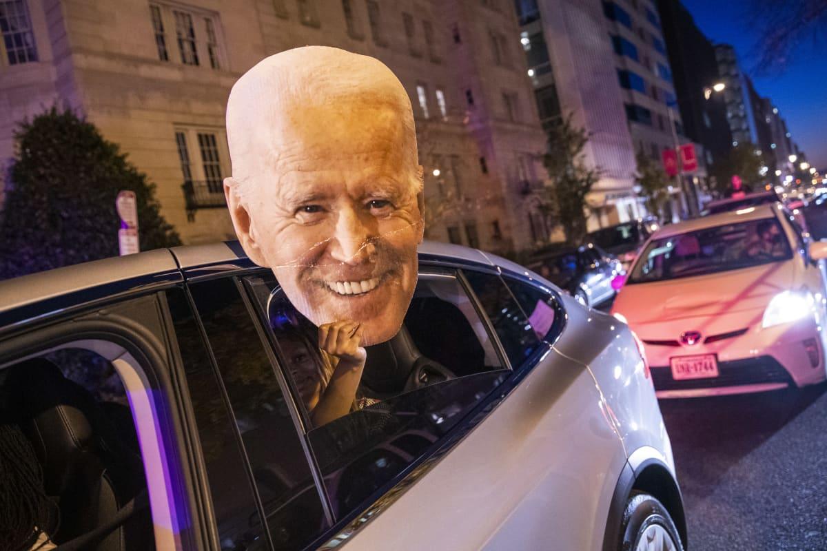 Joe Bidenin kannattajat ovat juhlineet Washingtonissa ja monissa muissa kaupungeisa ympäri maata vaalivoittoa.