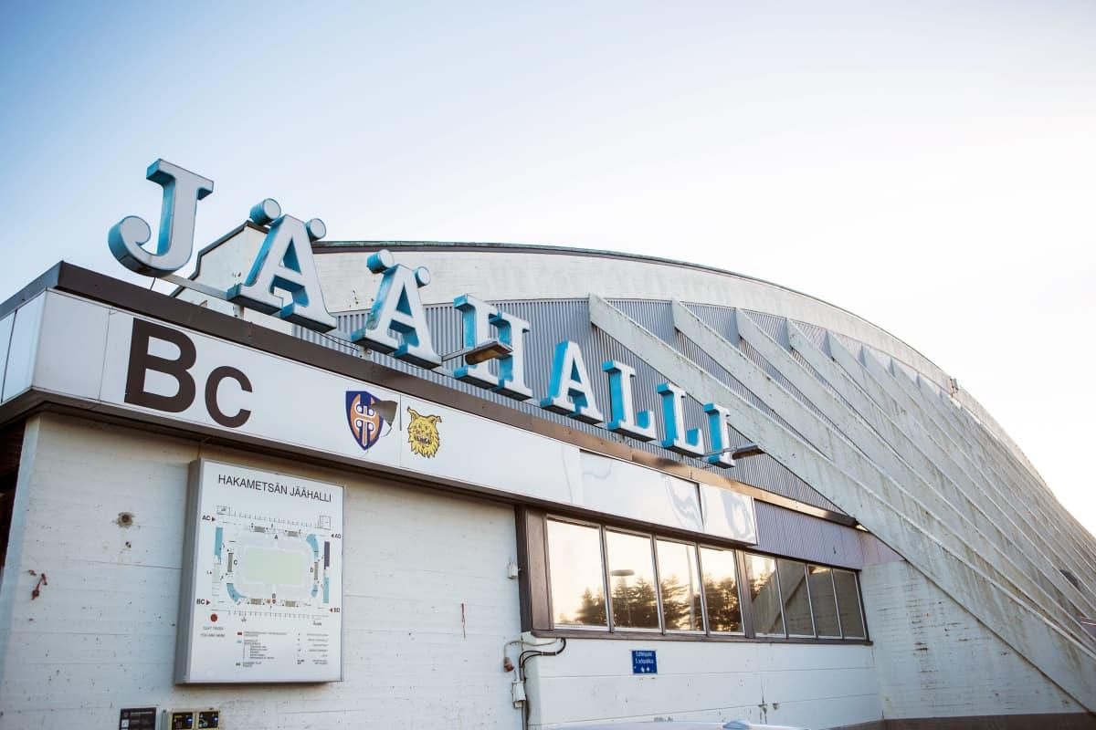 Hakametsän jäähalli Tampereella.