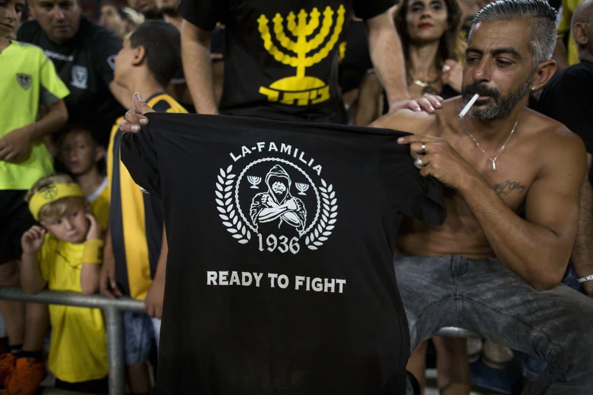 Israelin arabivastainen ja rasistinen jalkapallokulttuuri on henkilöitynyt pitkälti Beitar Jerusalemin ydinkannattajajoukkoon, La Familiaan.