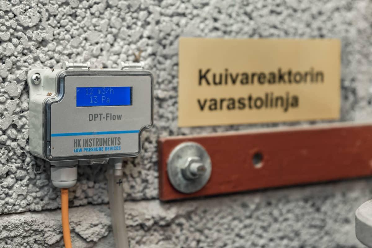 Kuivareaktorin mittaristoa.