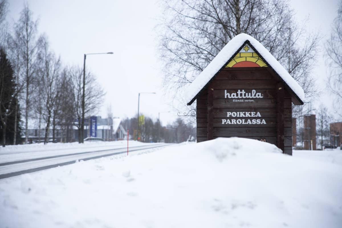 Hattulan kunnan kyltti.