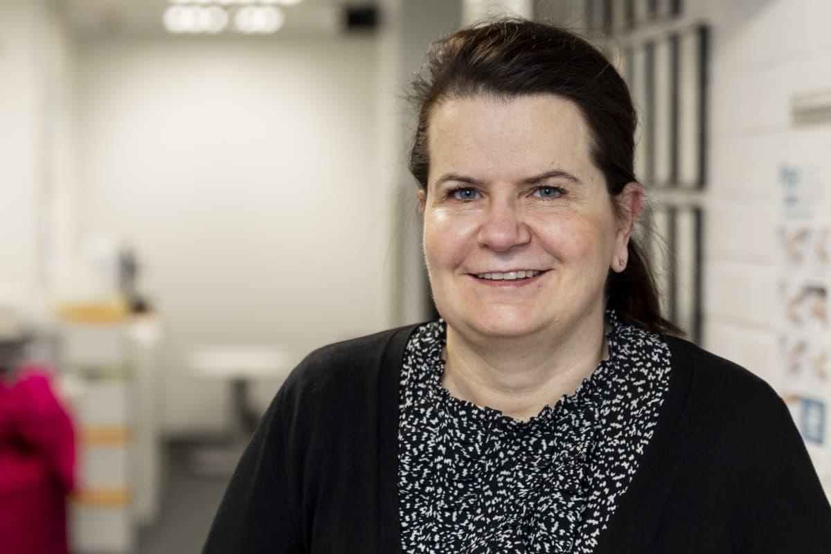 HUS:n apulaisylilääkäri Eeva Ruotsalainen Radion Ykkösaamun vieraana.