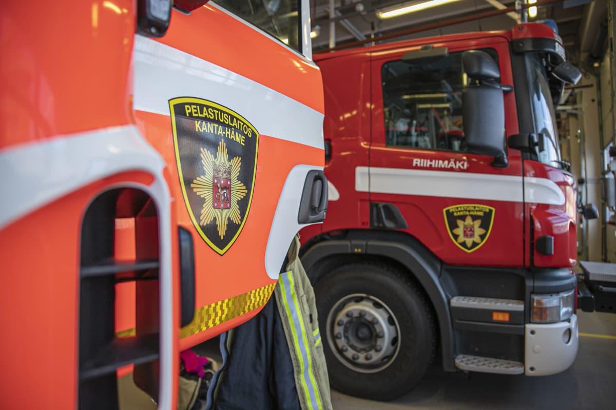 Paloautoja Riihimäen pelastusasemalla.