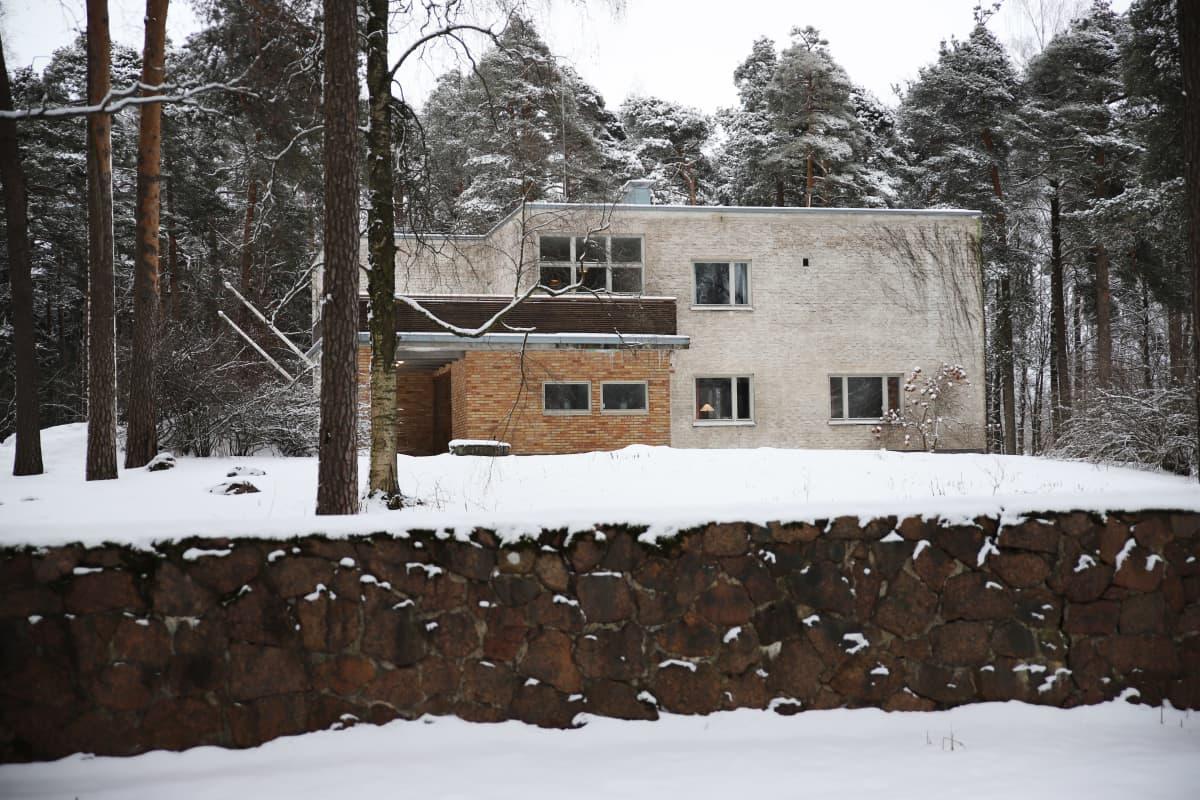Alvar Aallon sunnittelema rakennus Sunilassa, Kotkassa.