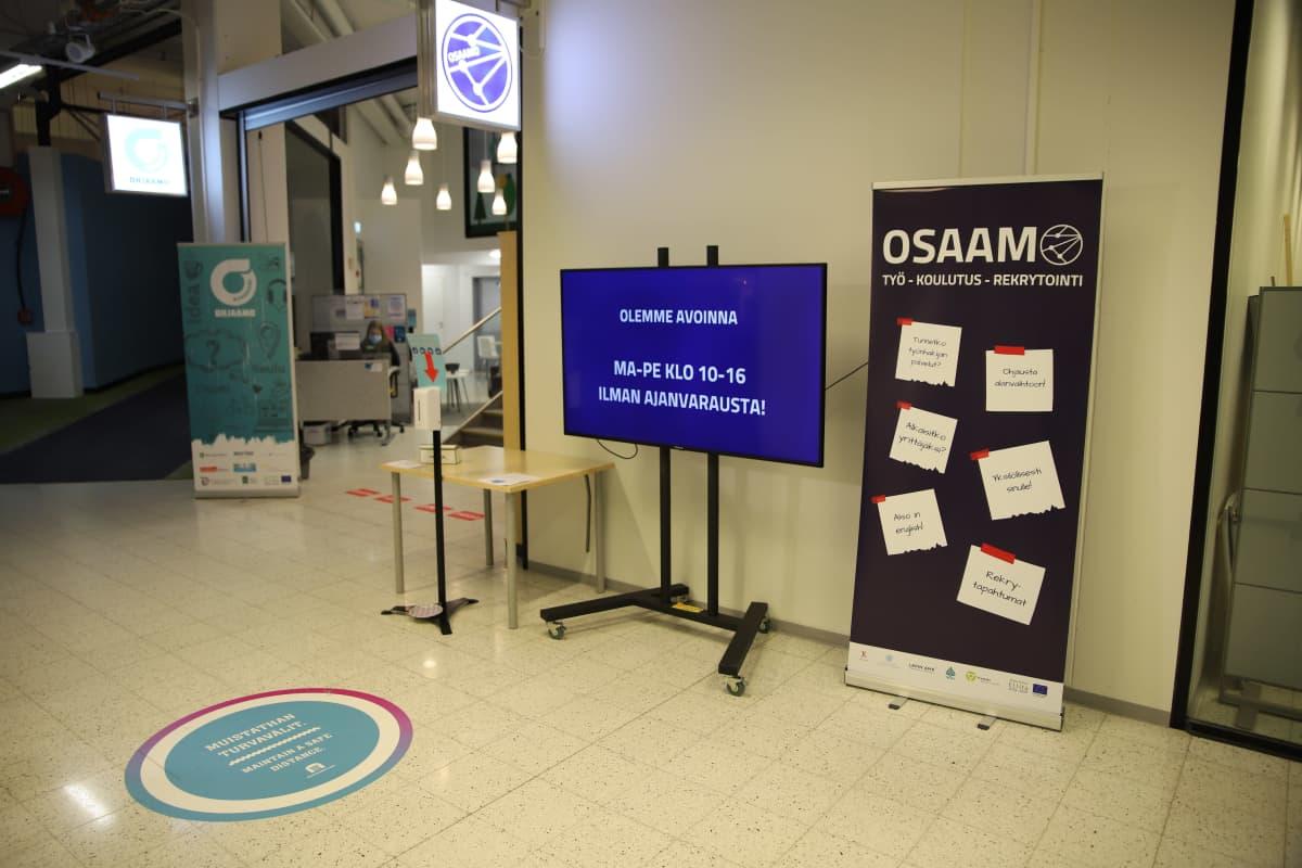 Rovaniemen kaupungin työllisyyspalvelyt ovat Rinteenkulman kauppakeskuksessa. Samassa paikassa ovat Osaamo ja Ohjaamo.