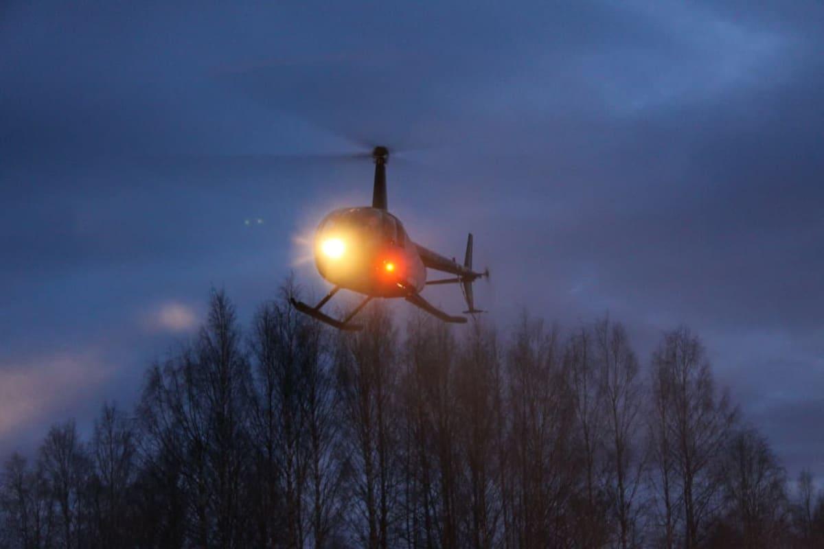 Helikopteri iltahämärässä